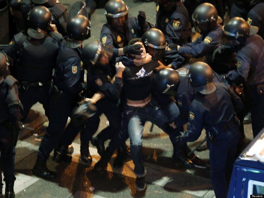 rodeado antidisturbios