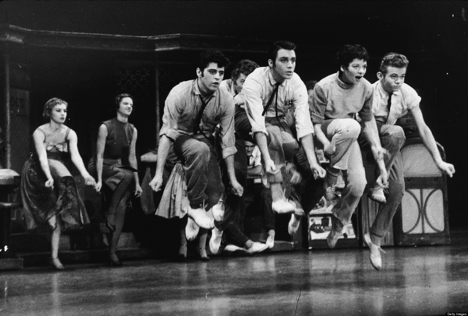 a comparison of romeo and juliet and the premiere of west side story on broadway in 1957 Romeo and juliet and west side story what are the differences and similarities b/n tony and romeo could you specify what both characters were doing at the same time  example of similarities .