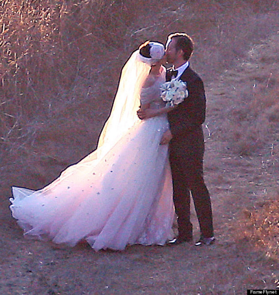Anne Hathaway And Husband Wedding