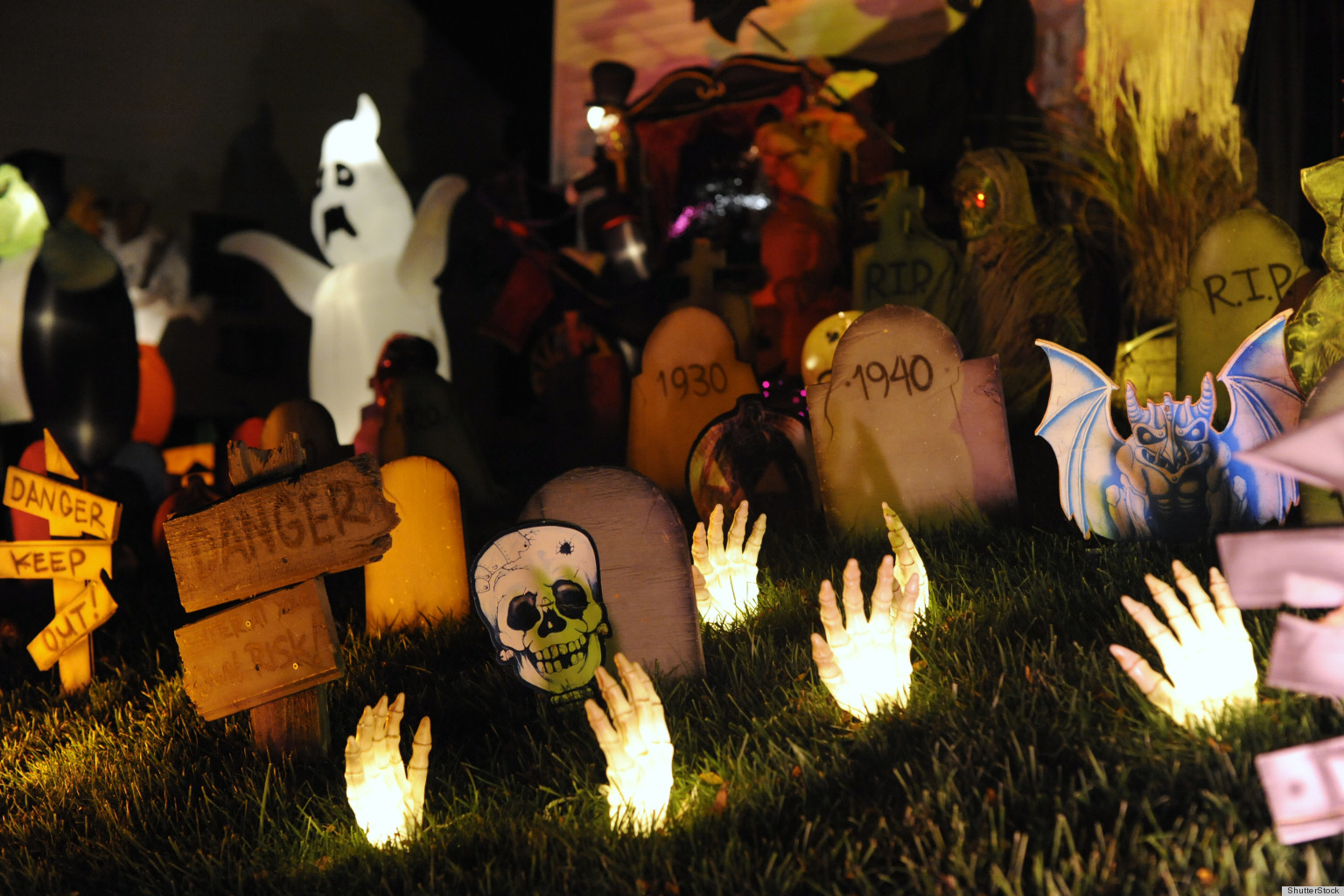 halloween decorations 2012 survey says americans plan to spend 8 billion on holiday huffpost