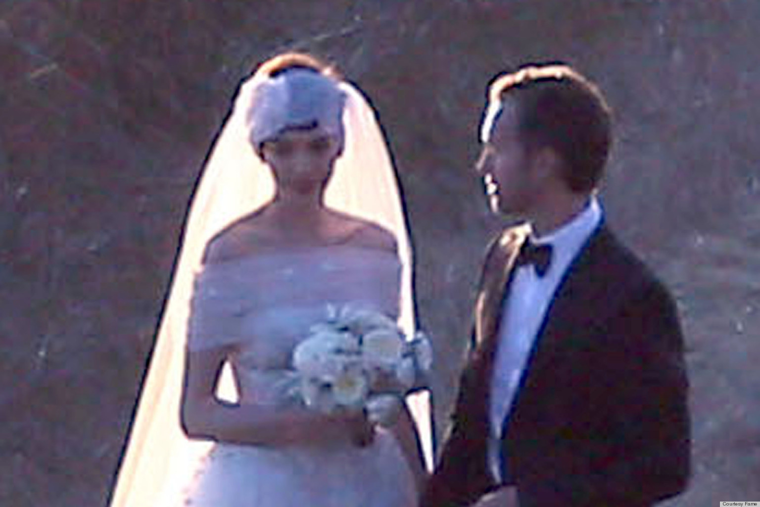 pics Anne Hathaway to wed in Valentino dress