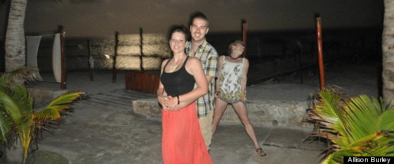 COUPLE PHOTOBOMBED IN MEXICO