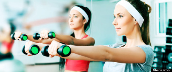 WOMEN WORKING OUT GYM