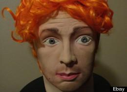 Un masque du tueur du Colorado était en vente sur eBay