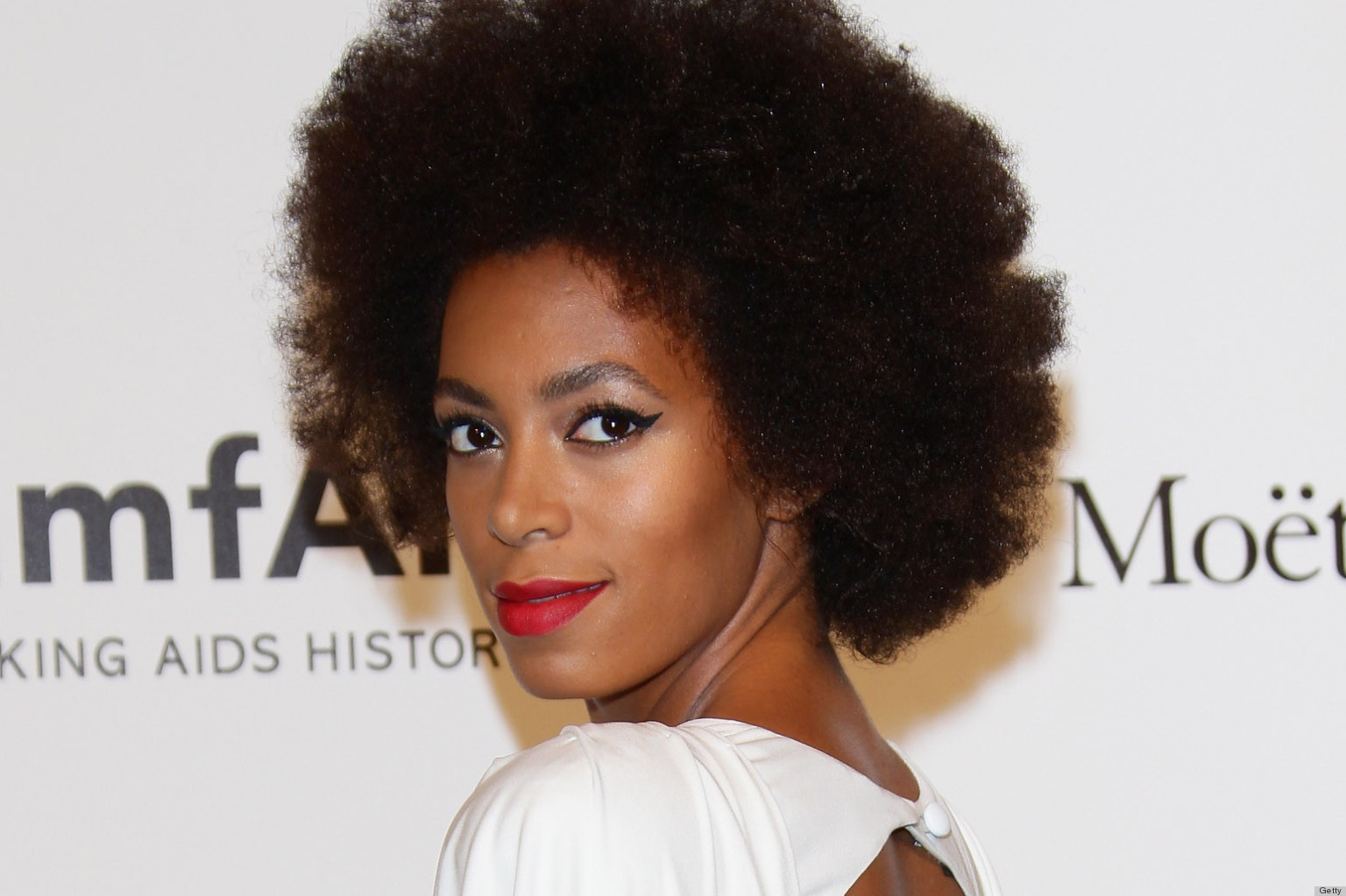 http://i.huffpost.com/gen/809400/thumbs/o-SOLANGE-KNOWLES-facebook.jpg
