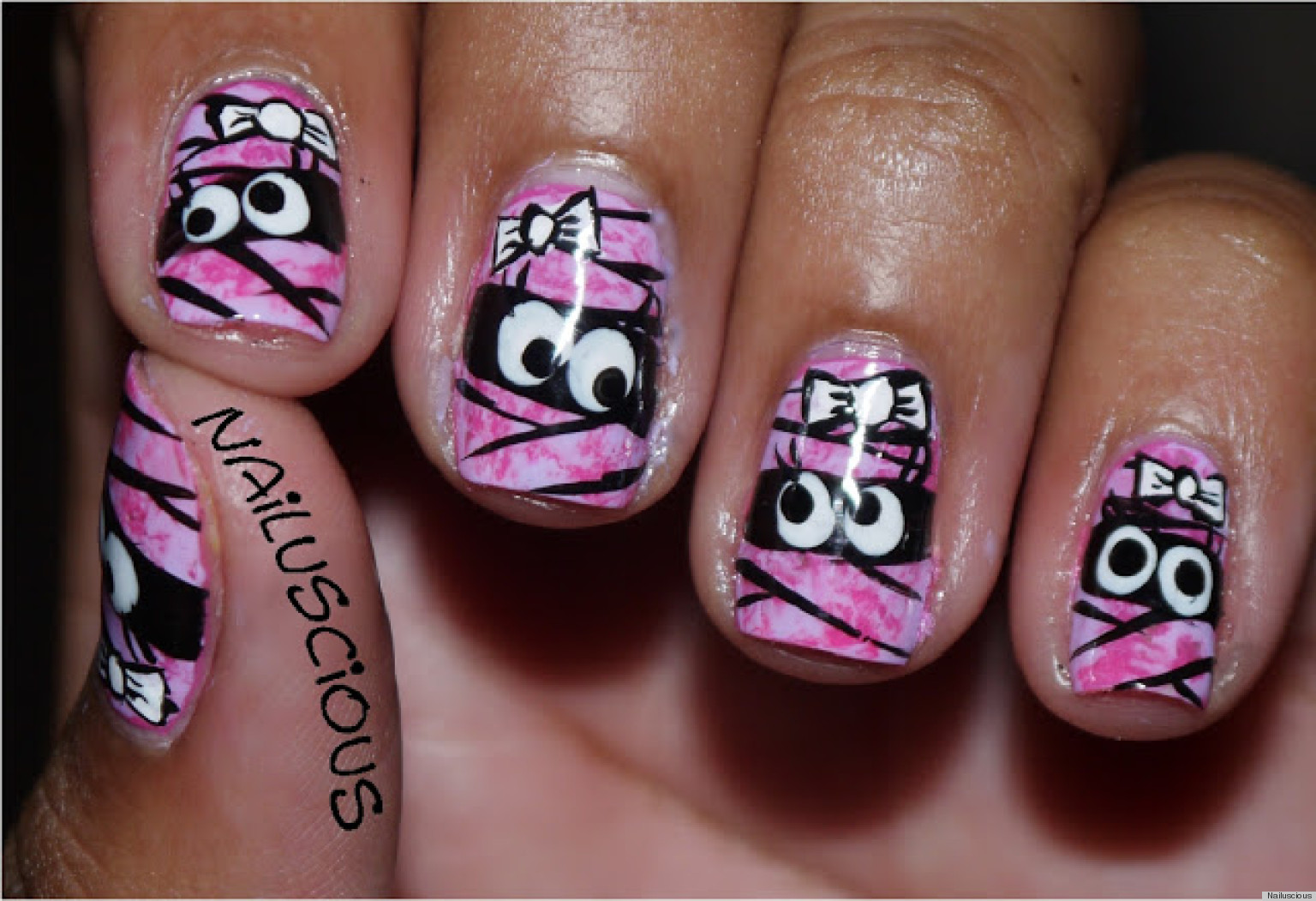 DIY Nail Art: Halloween-Inspired Mummy Manicure (PHOTOS)
