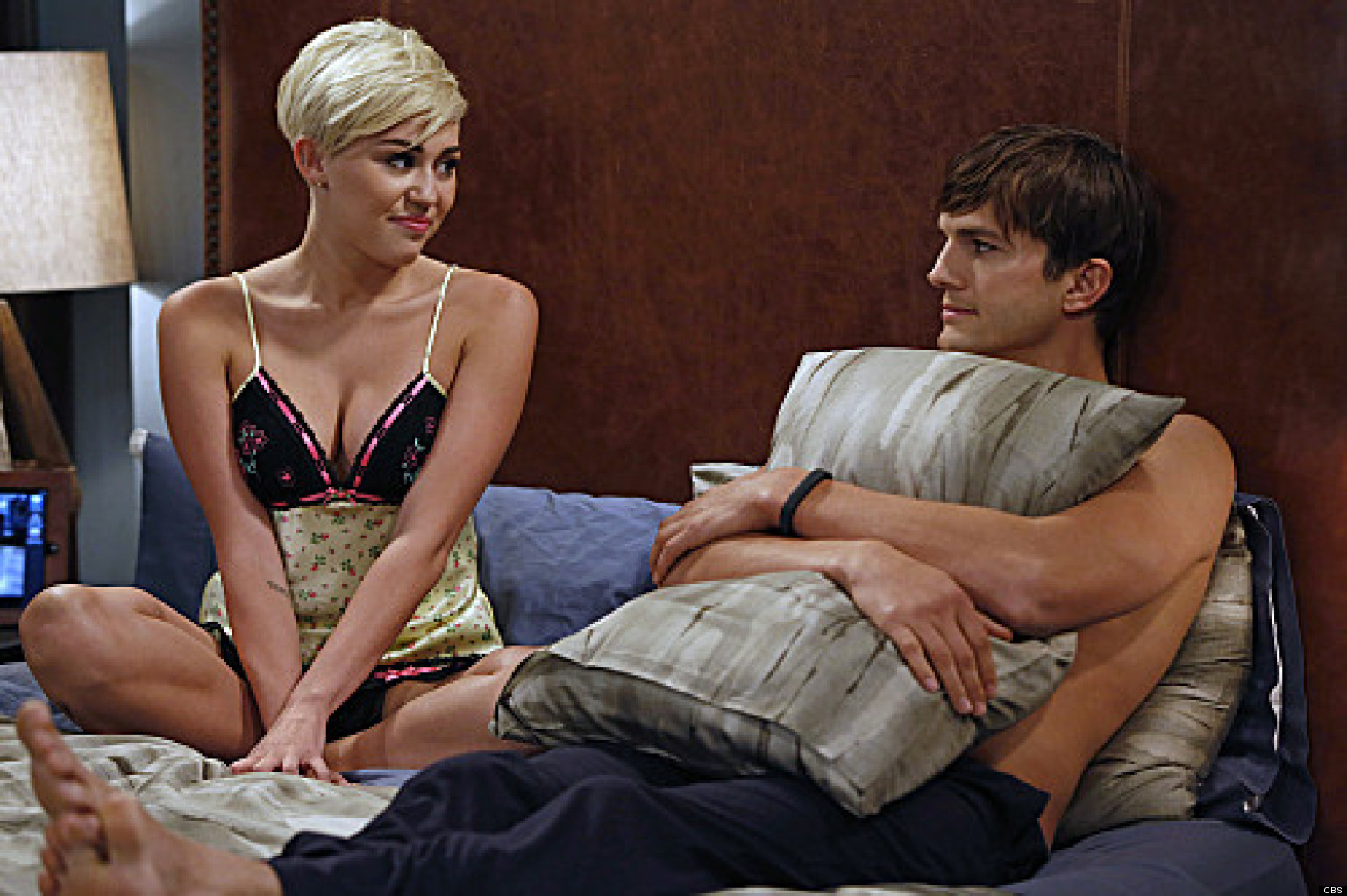 Two And A Half Men & Miley Cyrus: First Look At Singer