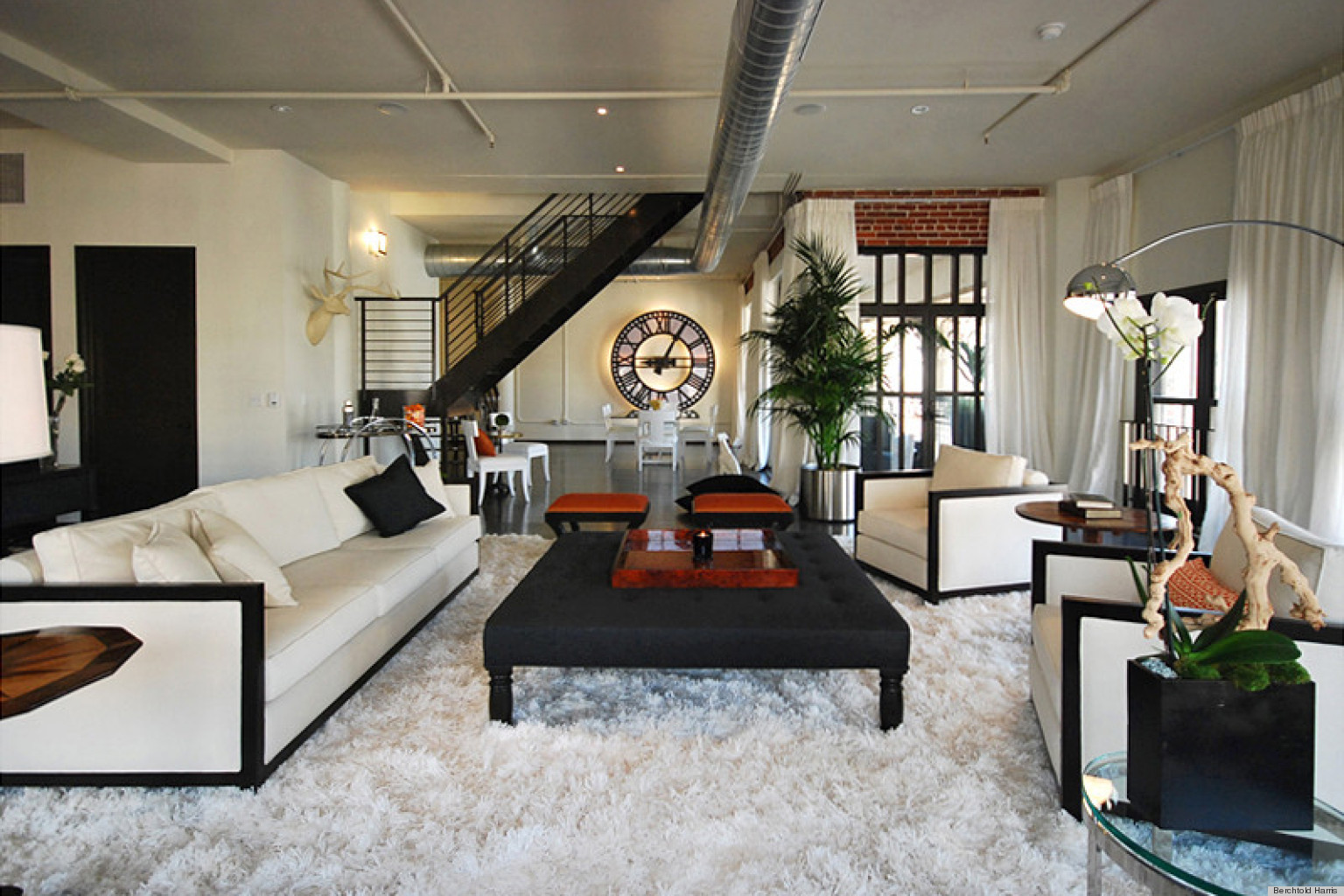 house tour a stunning los angeles loft designed by berchtold harris photos huffpost. Black Bedroom Furniture Sets. Home Design Ideas