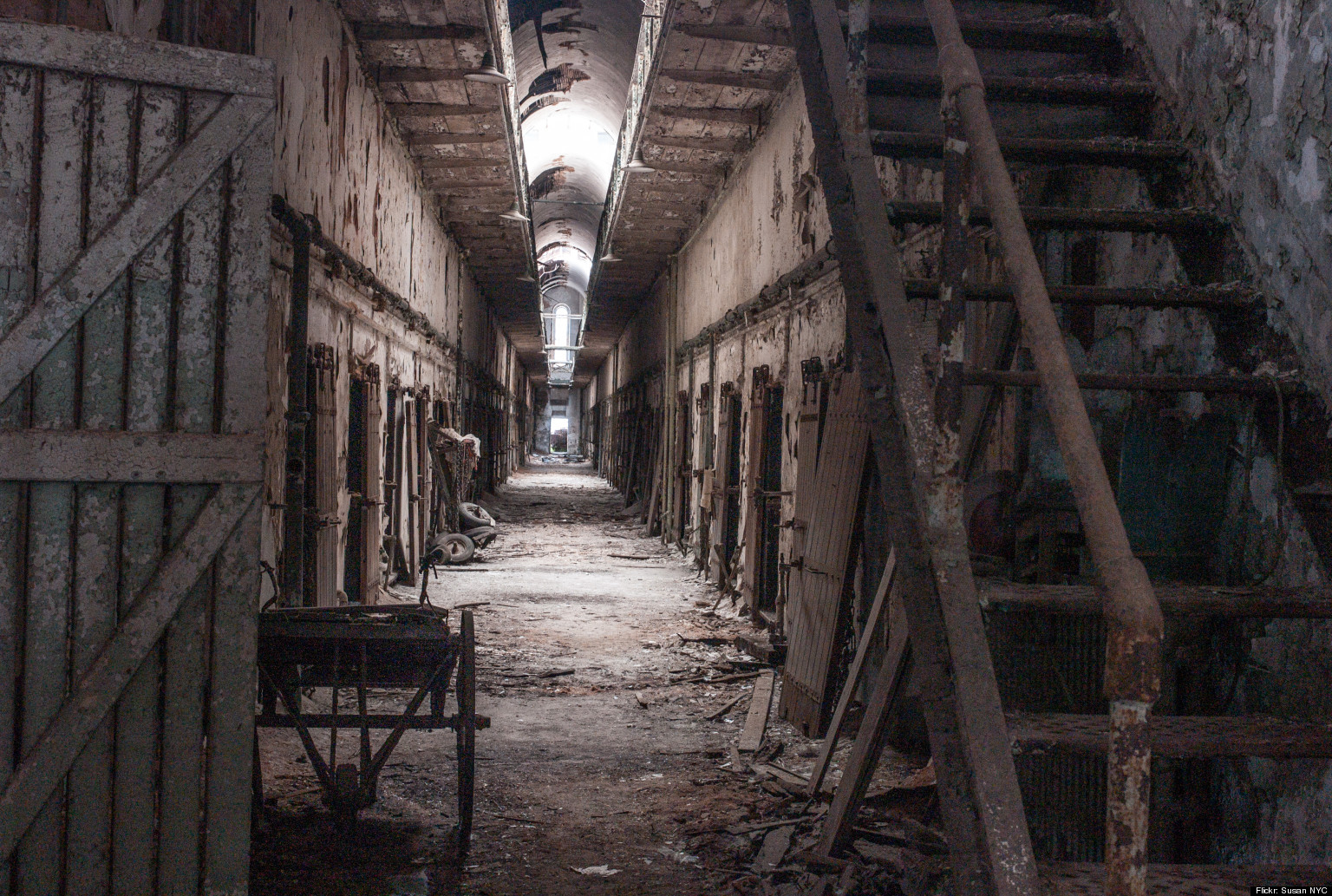 Haunted Prison Tours Put Boredom Behind Bars Huffpost
