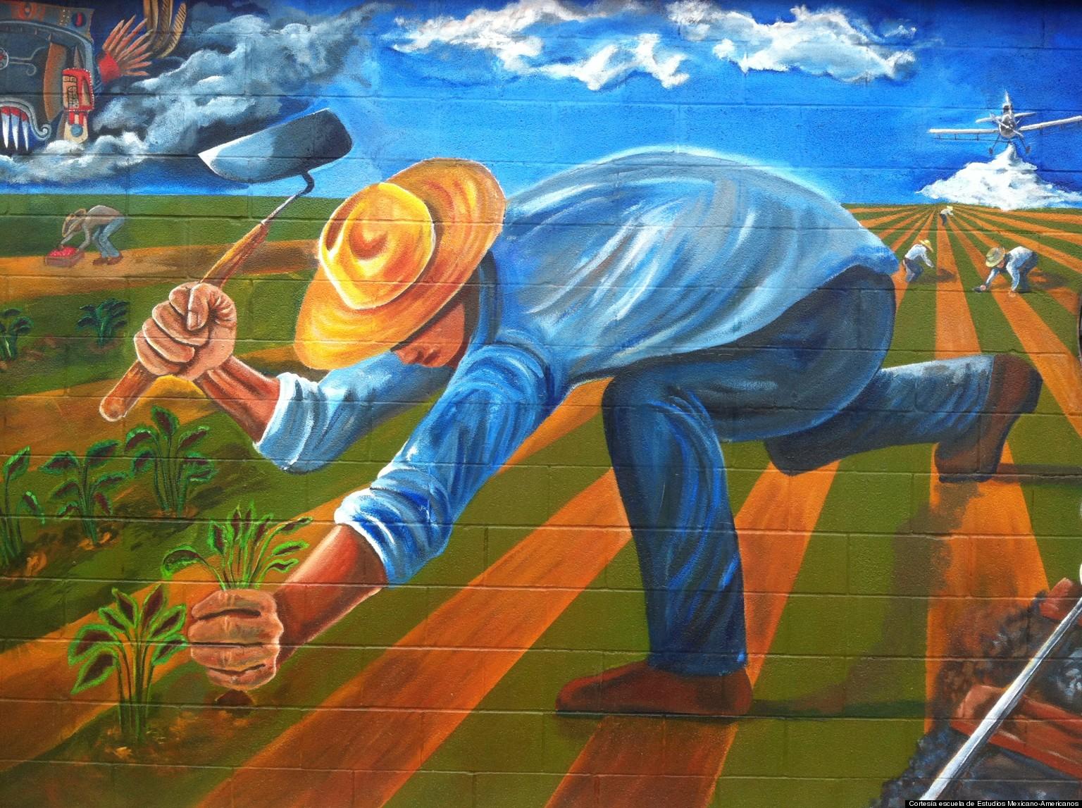 Mural para honrar labor de braceros en texas huffpost for Mural una familia chicana