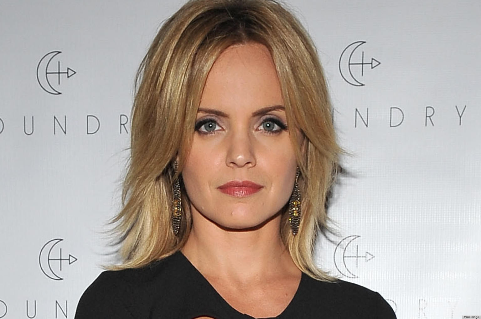 Mena Suvari Tries A Risque Cutout Dress: Yay Or Nay? (PHOTO, POLL ...: http://www.huffingtonpost.com/2012/10/20/mena-suvari-dress-photos-pictures-style-hair_n_1992627.html