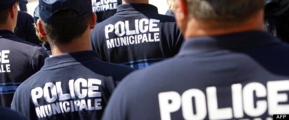 Une voiture de police percut e par un chauffard tue une - Grille indiciaire police municipale 2014 ...