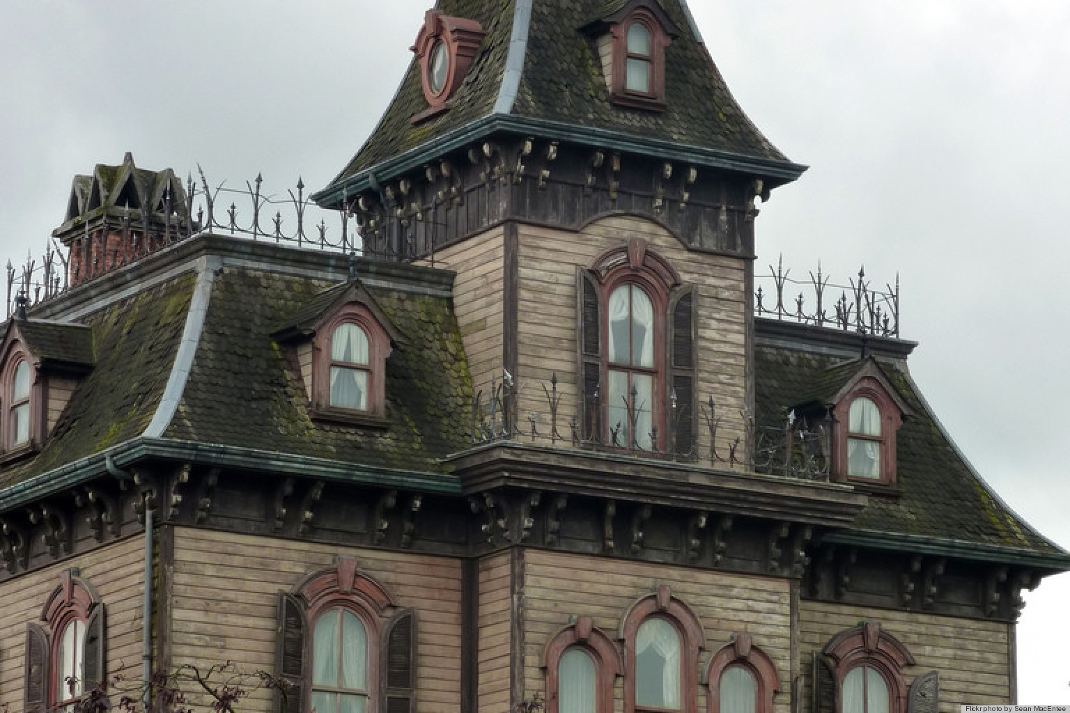 Haunted houses haunted real estate survey for Famous haunted houses for sale
