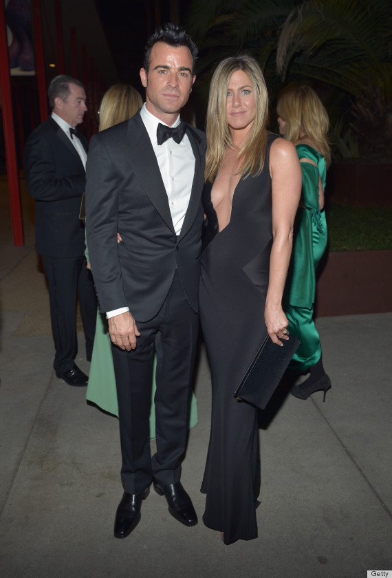 Jennifer Aniston Sports Major Cleavage With Justin Theroux