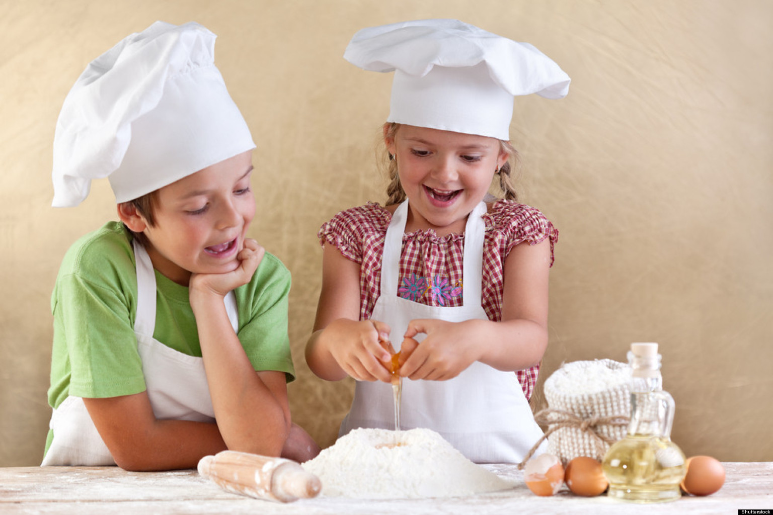 Cooking with kids at any age can be fun and easy. If your kids get cooking now, chances are they will keep up this good habit as they grow older. Read on for tips to get your kids cooking .