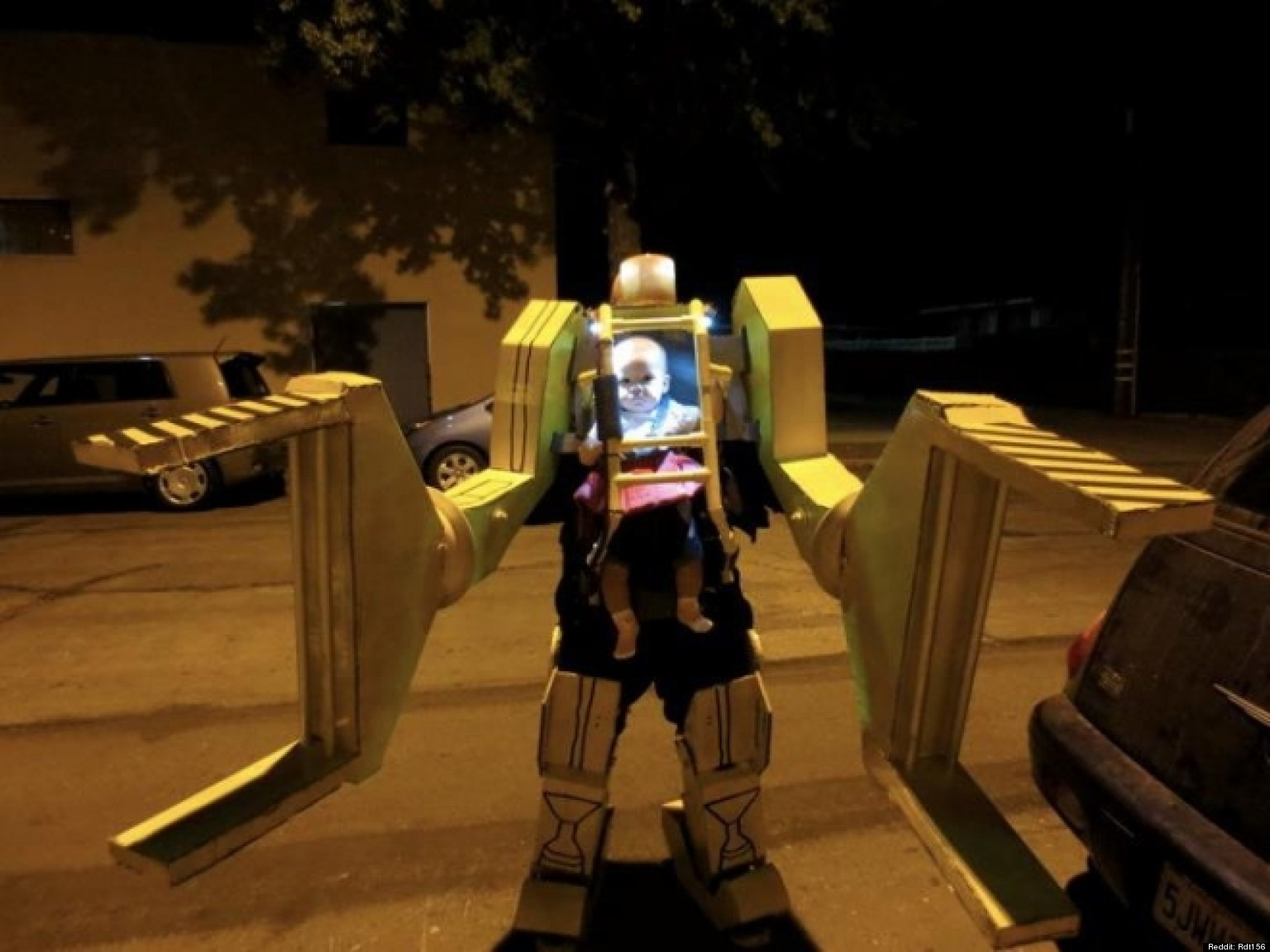baby ripley halloween costume aliens work loader is best dad baby costume ever photo huffpost - Aliens Halloween Costume Baby
