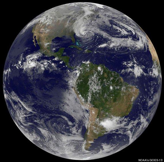 foto del mundo con huracán sandy