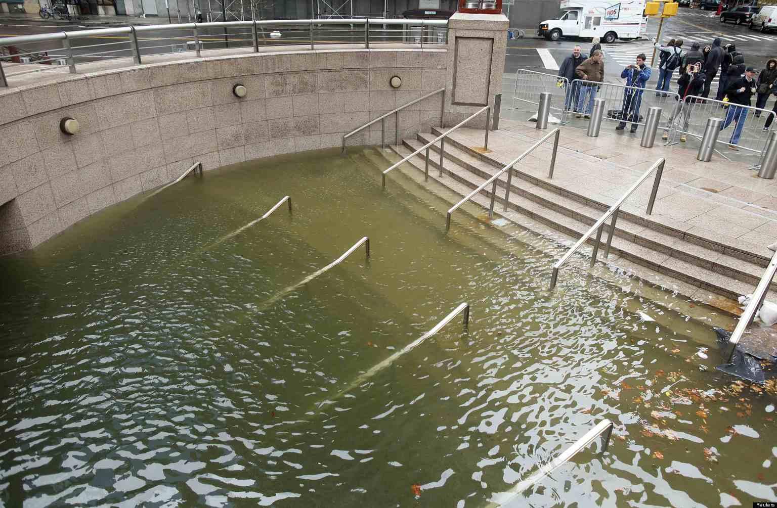 L 39 uragano sandy devasta new york 15 morti nello stato di - Papa bagno chimico ...