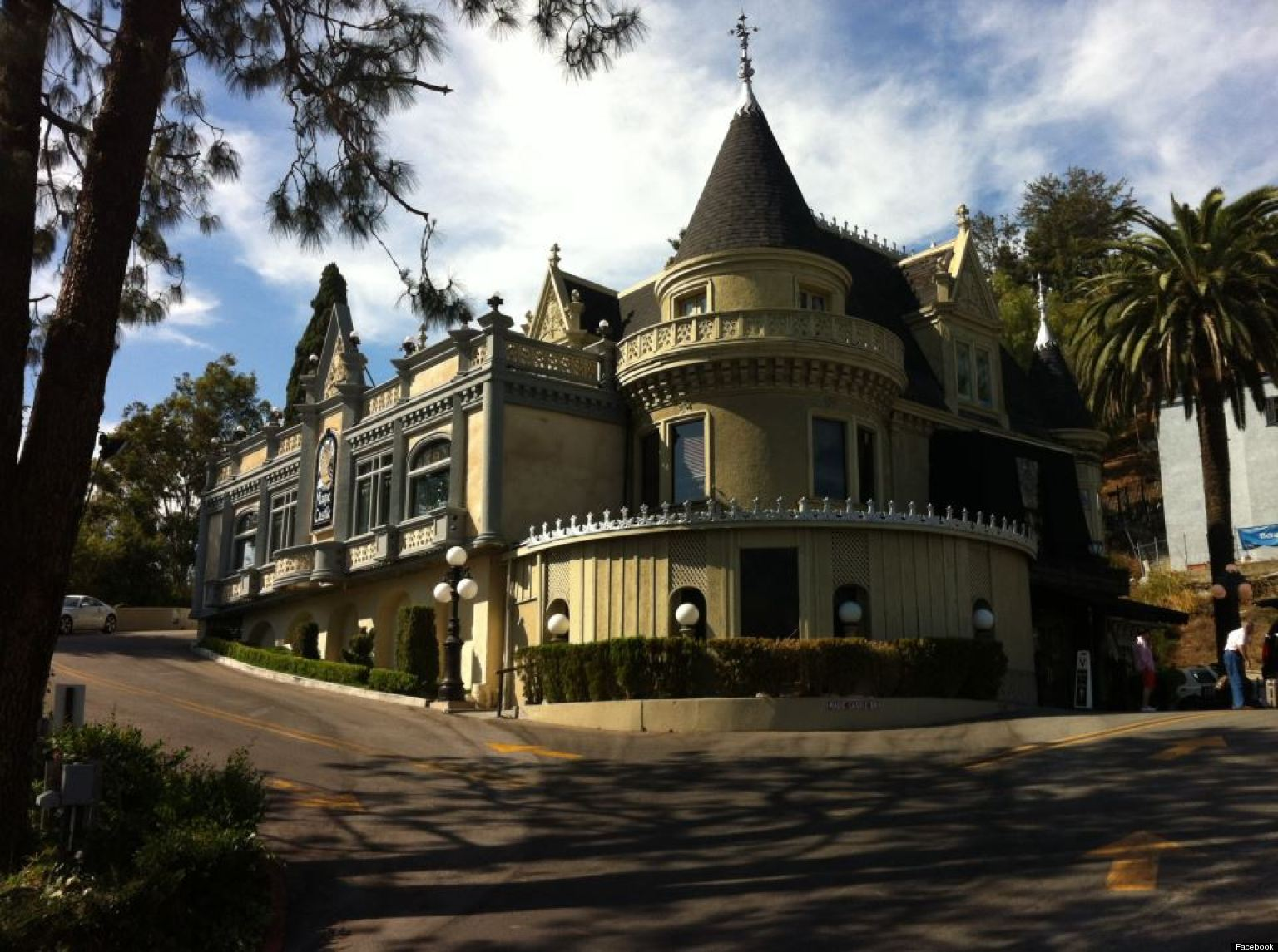 hollywood 39 s magic castle getting movie treatment from producer ted field hollywood reporter. Black Bedroom Furniture Sets. Home Design Ideas