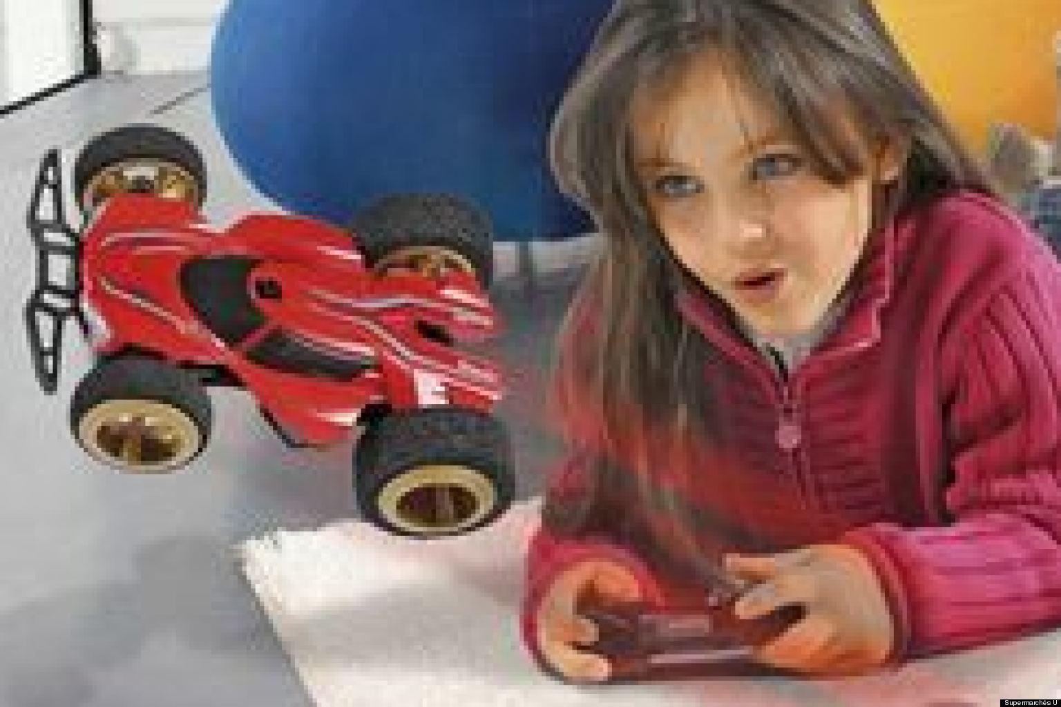 cadeaux de no l les supermarch s u proposent un catalogue de jouets au del des genres. Black Bedroom Furniture Sets. Home Design Ideas