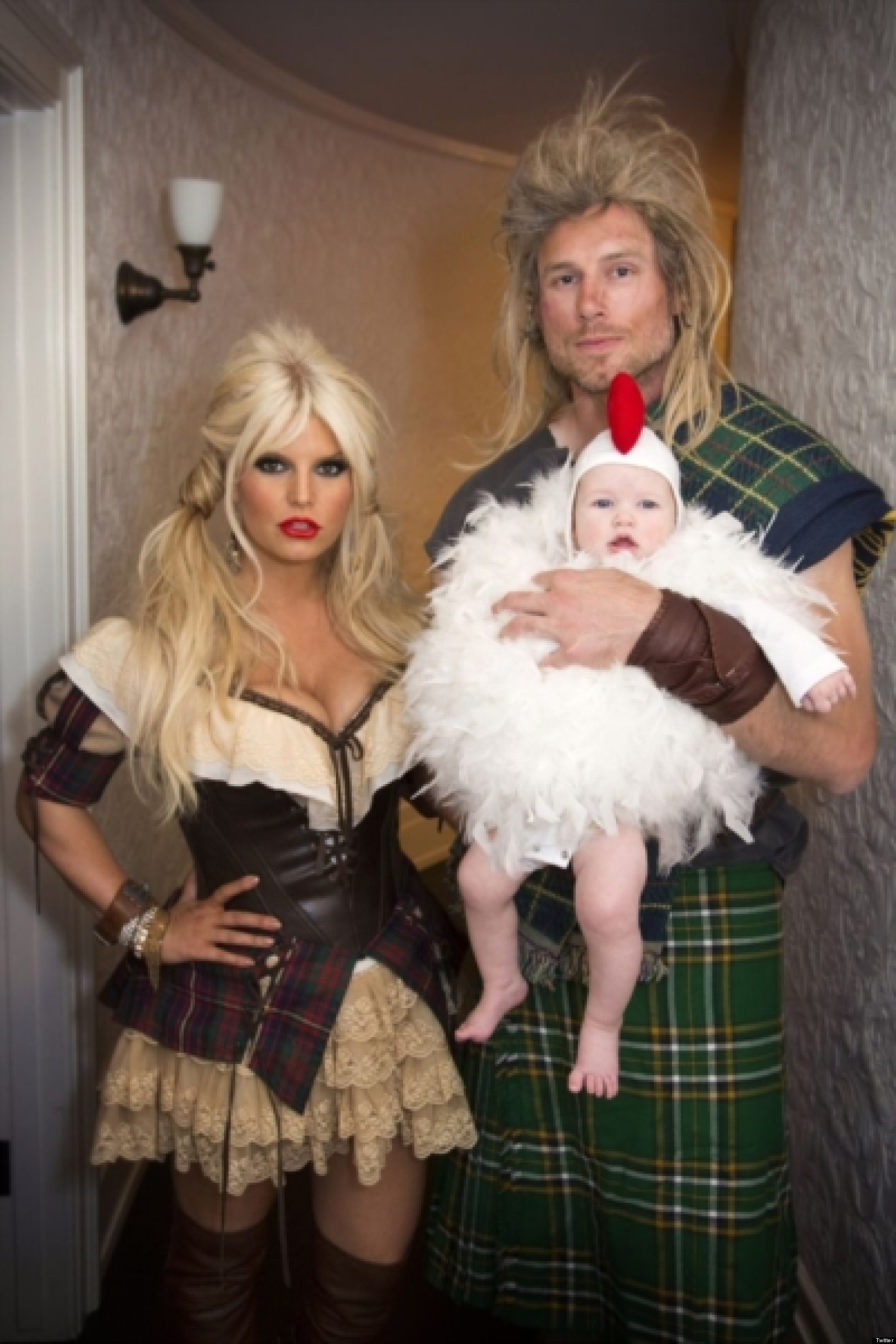 jessica simpson halloween costume star shows off weight loss in family photo huffpost - Simpson Halloween Costume