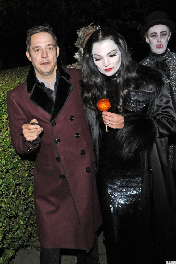 kate moss jamie hince morticia gomez addams. See more celebritiesu0027 Halloween costumes  sc 1 st  HuffPost & Kate Moss u0026 Jamie Hince: Morticia u0026 Gomez Addams For Halloween 2012 ...