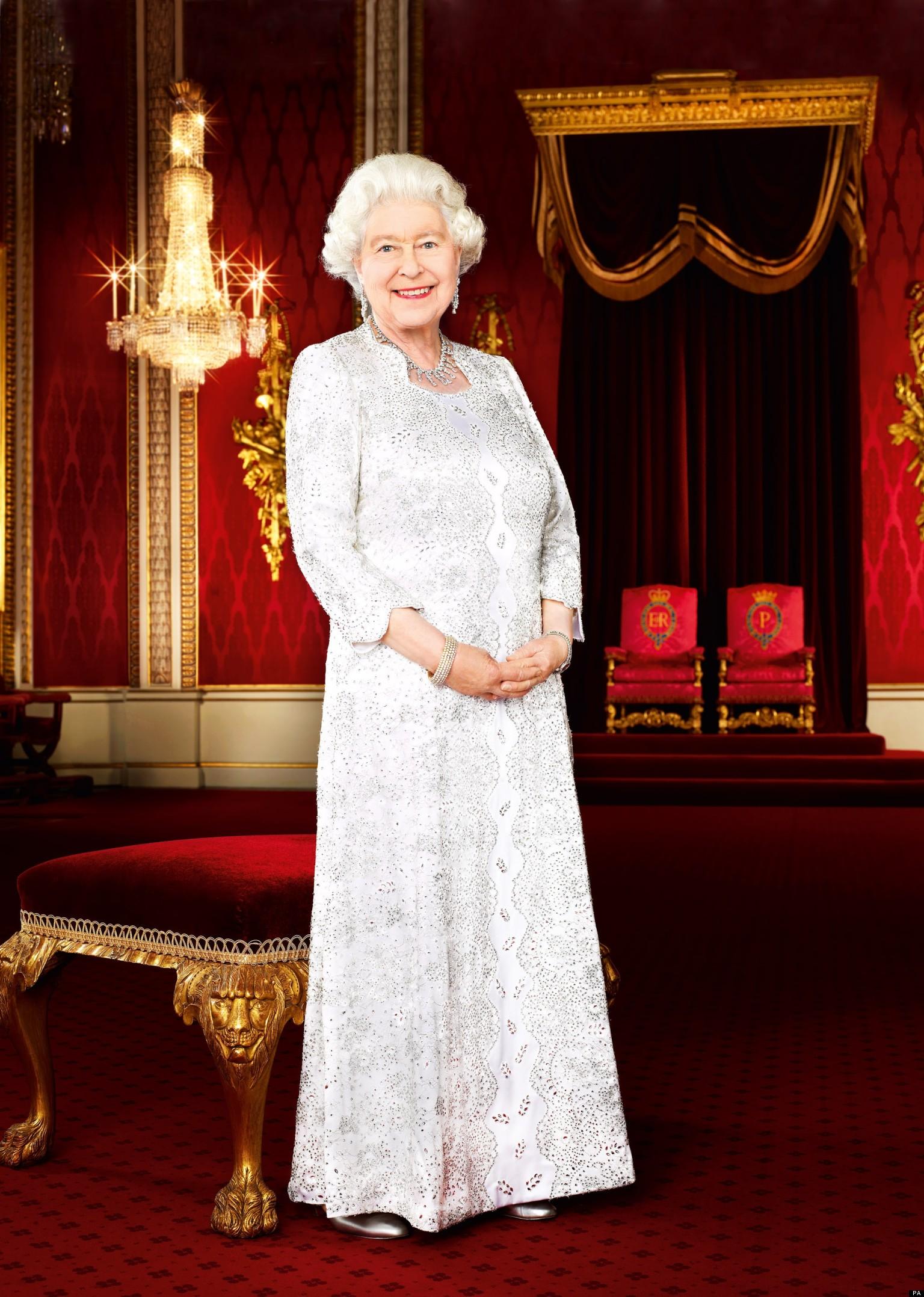 Queen's Wardrobe Secrets Revealed In New Book 'Dressing ...