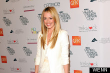 Cat Deeley Mistakes Loo Roll Holder For Dress