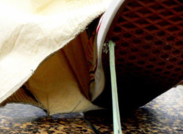 Photos trucs et astuces comment d coller du chewing gum de vos semelles avec du beurre d 39 arachide - Comment enlever du chewing gum sur du tissu ...