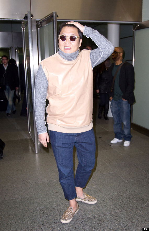 psy arrives in london