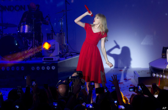 taylor_swift_christmas_lights