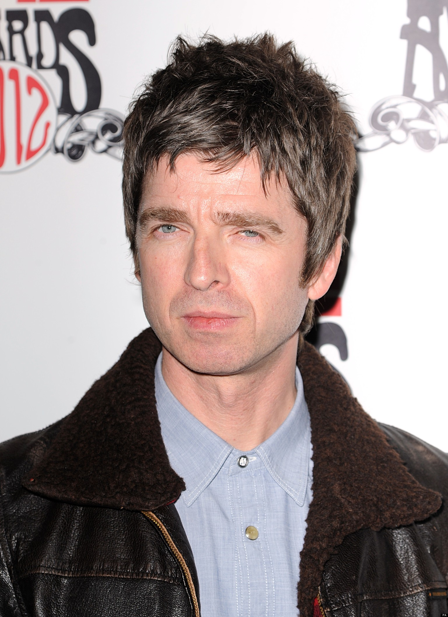 gallagher men Ver vídeo lock up your eyebrow-trimmers because it's gallagher sibling war feuding former oasis brothers noel and liam both have albums out, so have been hitting the.