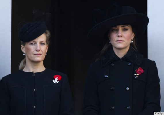 kate middleton attends remembrance day ceremony in military style outfit photos huffpost life https www huffpost com entry kate middleton remembrance day photos pictures outfit n 2113469