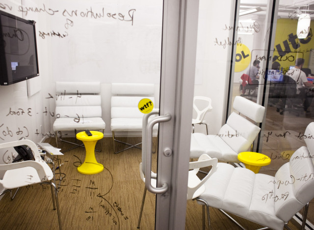 Office Tour Inside Buzzfeed 39 S Collaborative And Creative