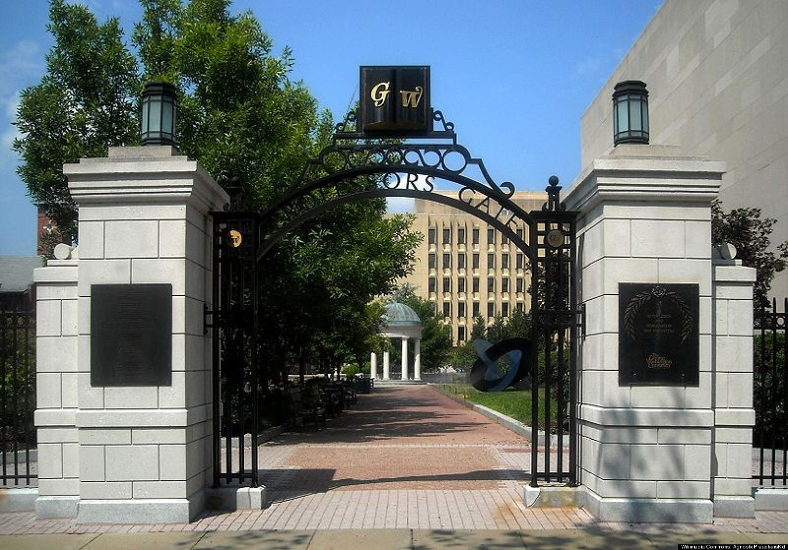 George Washington University Loses U S News Best Colleges Ranking Over Data Inflation Huffpost