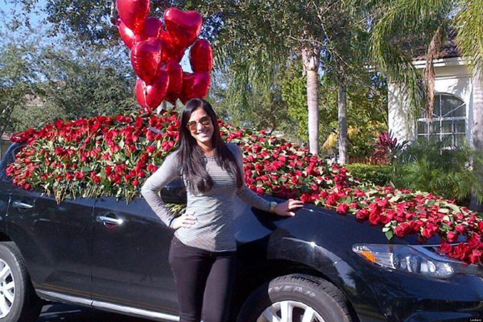 Gaby espino recibe muchas sorpresas para su cumplea os for Cuarto lleno de rosas