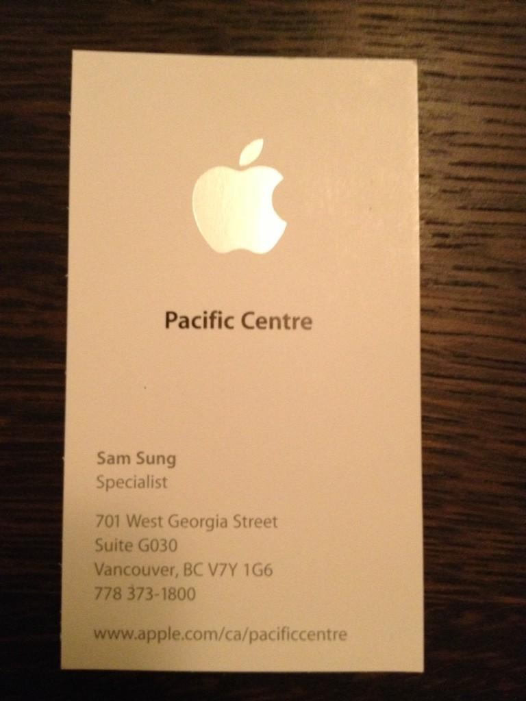 Apple Specialist Sam Sung Has Impossibly Awkward Name (PHOTOS)
