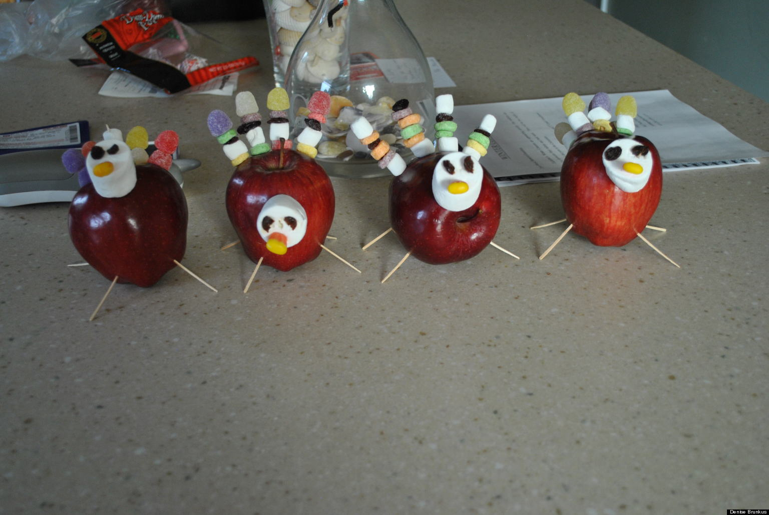 Thanksgiving traditions huffpost for Homemade thanksgiving decorations for the home