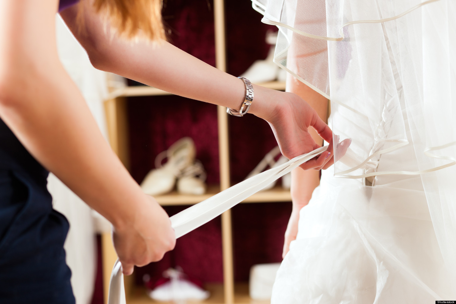 how to become a wedding dress consultant