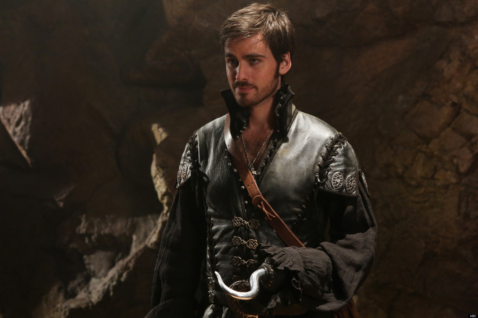 who plays hook in ouat