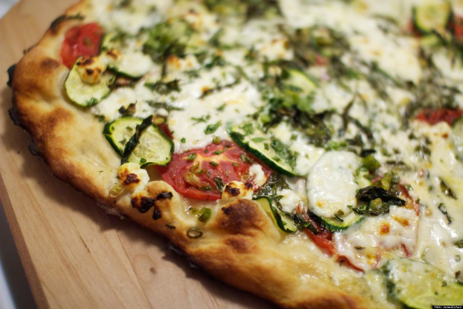 C mo hacer una pizza m s saludable huffpost for Como preparar una cena saludable
