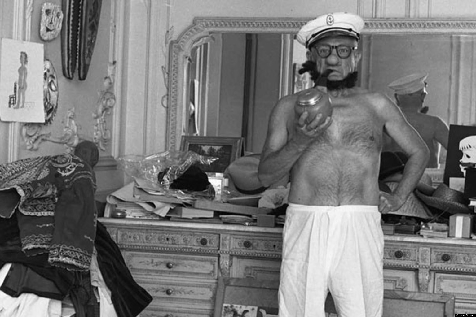 André Villers Captures Pablo Picasso Dressed As Popeye (PHOTO)