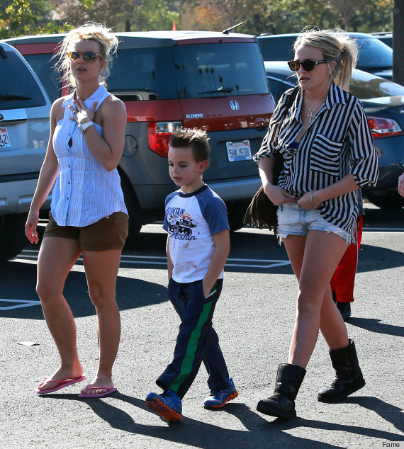 Britney Jamie Lynn Spears Shopping Trip Raises The Question Should You Wear Uggs In Warm Weather Photo Poll Huffpost Life