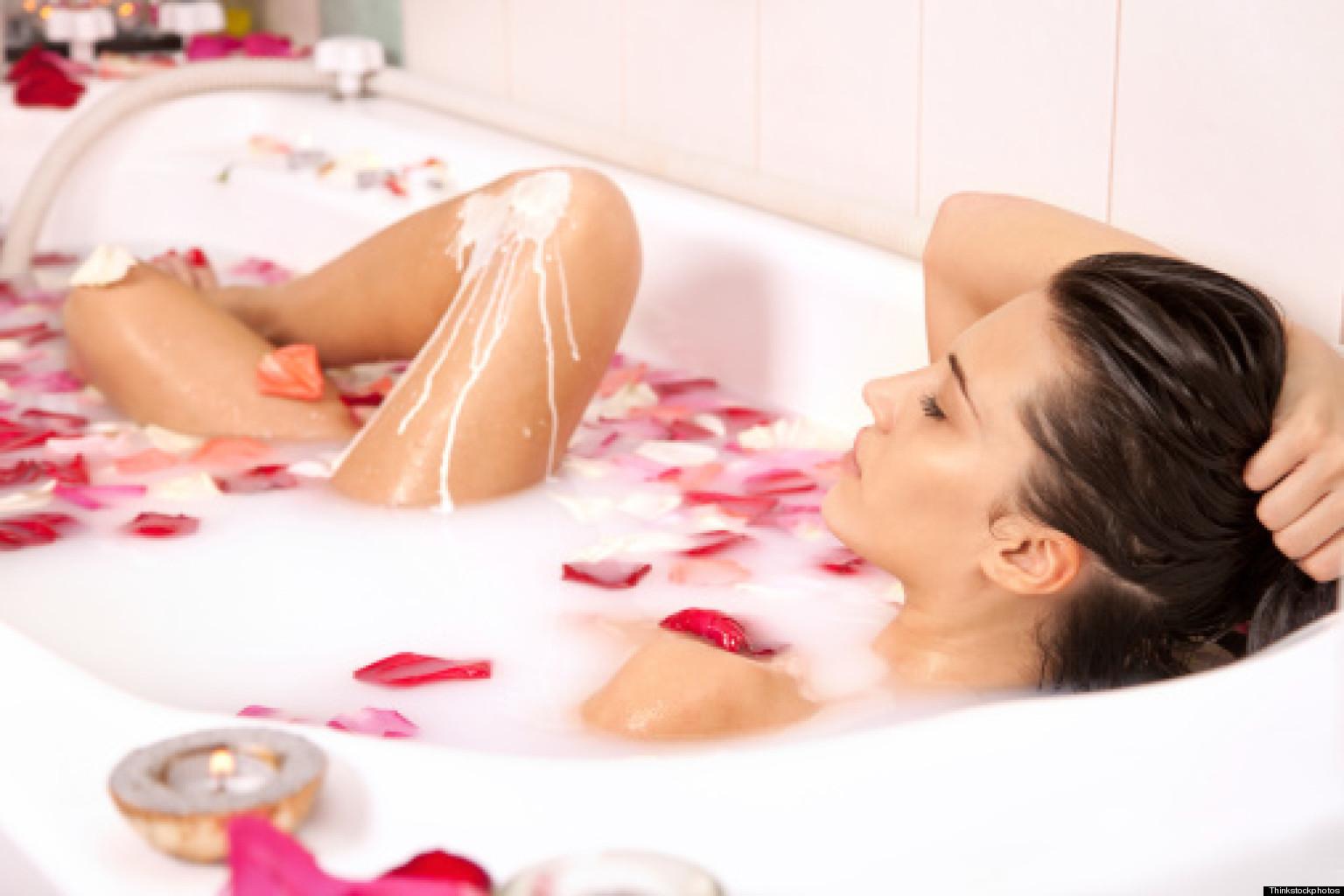 Фото девушек в ванне с лепестками роз 23 фотография