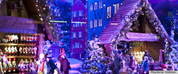 STORE HOLIDAY WINDOW DISPLAYS