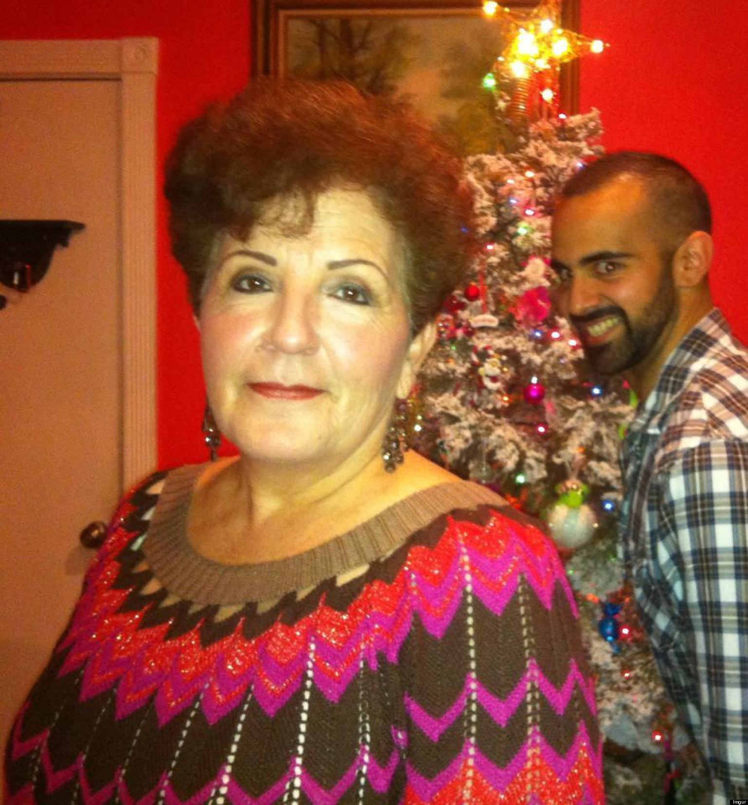 25 LOL-Worthy Holiday Photobombs