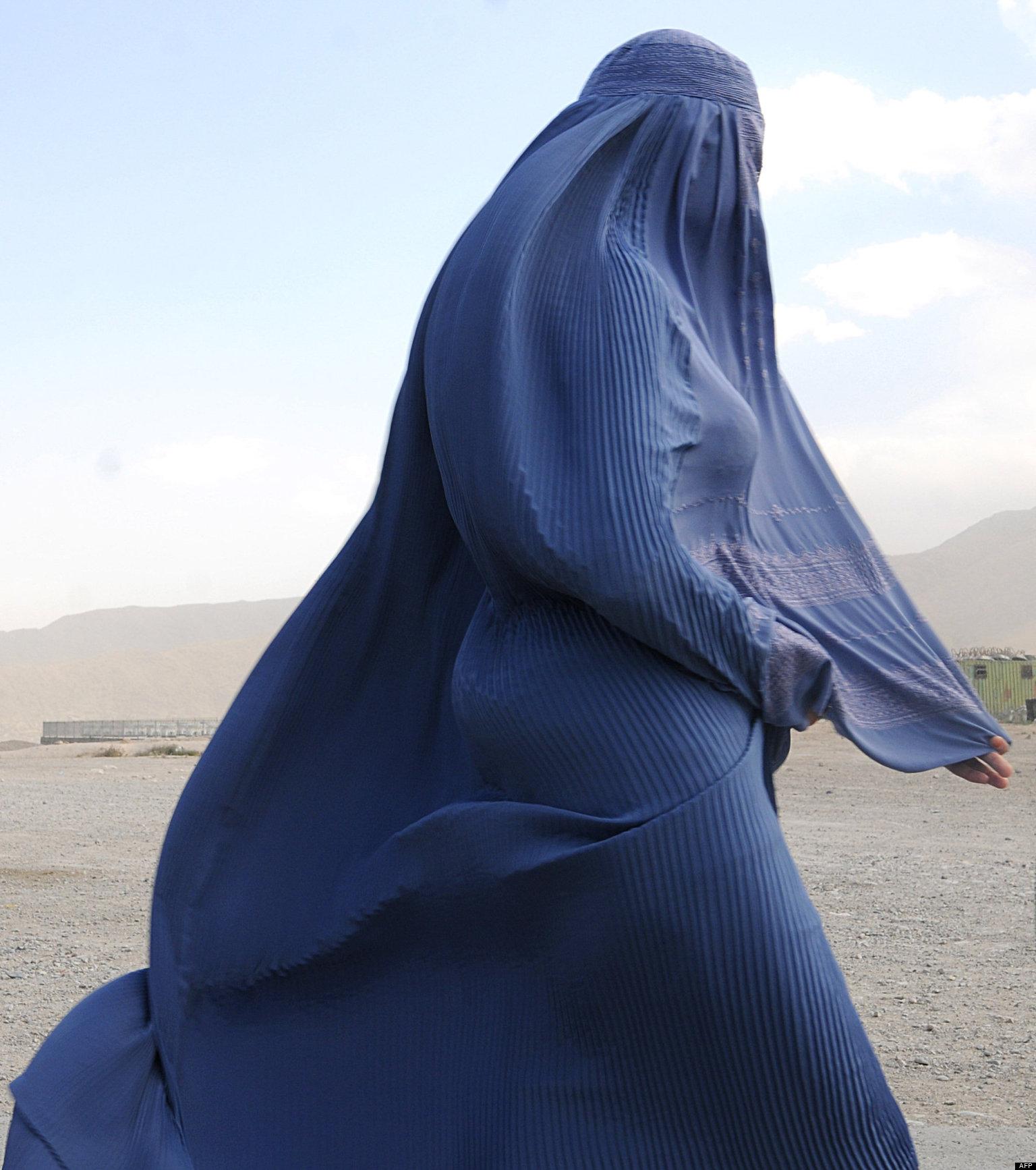 В хиджабе голые