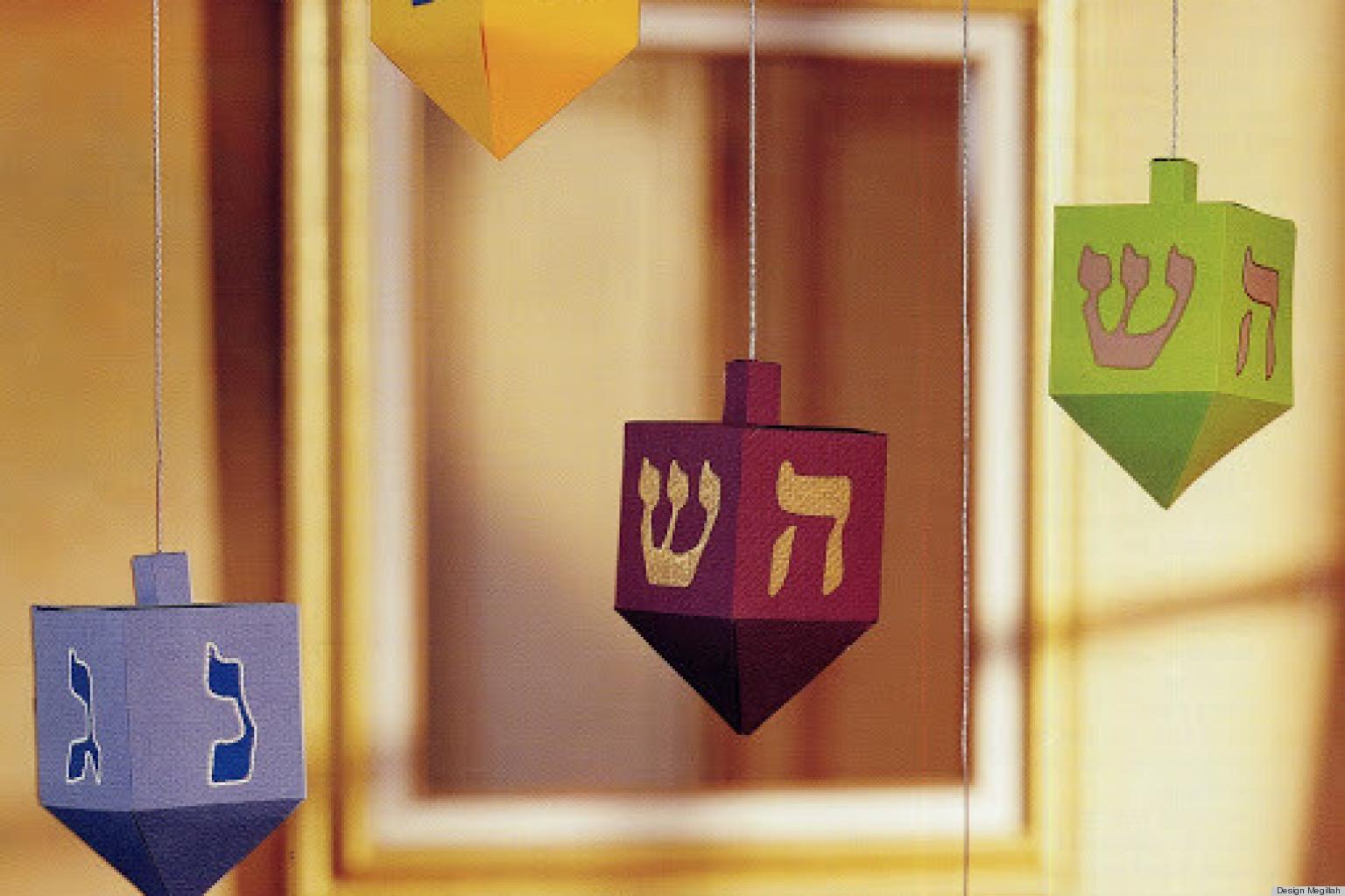 Hanukkah craft ideas paper dreidels huffpost for Hanukkah crafts for preschoolers