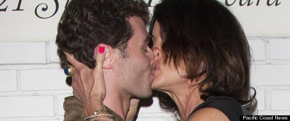 CELEBRITIES KISSING
