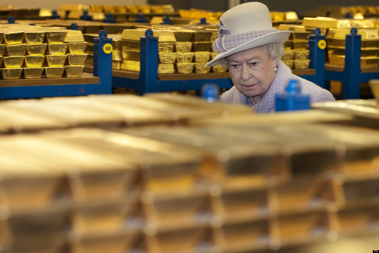 Queen Visits Bank Of England Asks About 2008 Financial